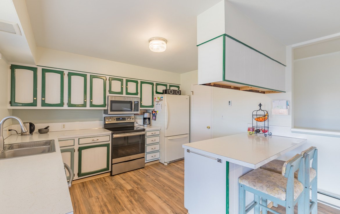 Large Kitchen with Counter Seating - 1639 6422 Rd Montrose, CO - Atha Team Real Estate Listing