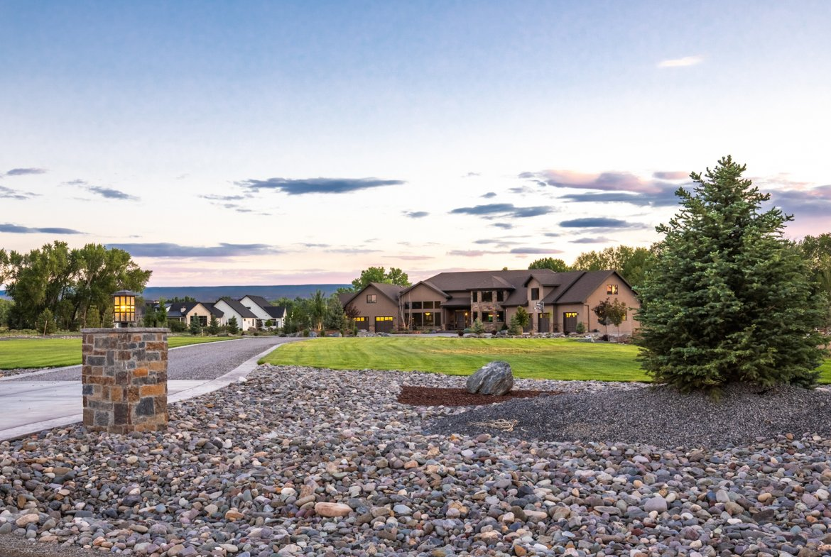 Private Circular Driveway - 15067 6140 Ln Montrose, CO 81403 - Atha Team Luxury Real Estate