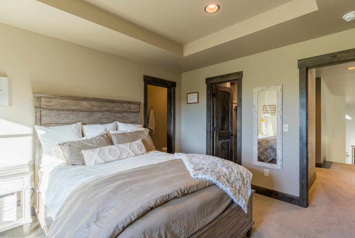 Bedroom with Trey Ceiling - 15067 6140 Ln Montrose, CO 81403 - Atha Team Luxury Real Estate