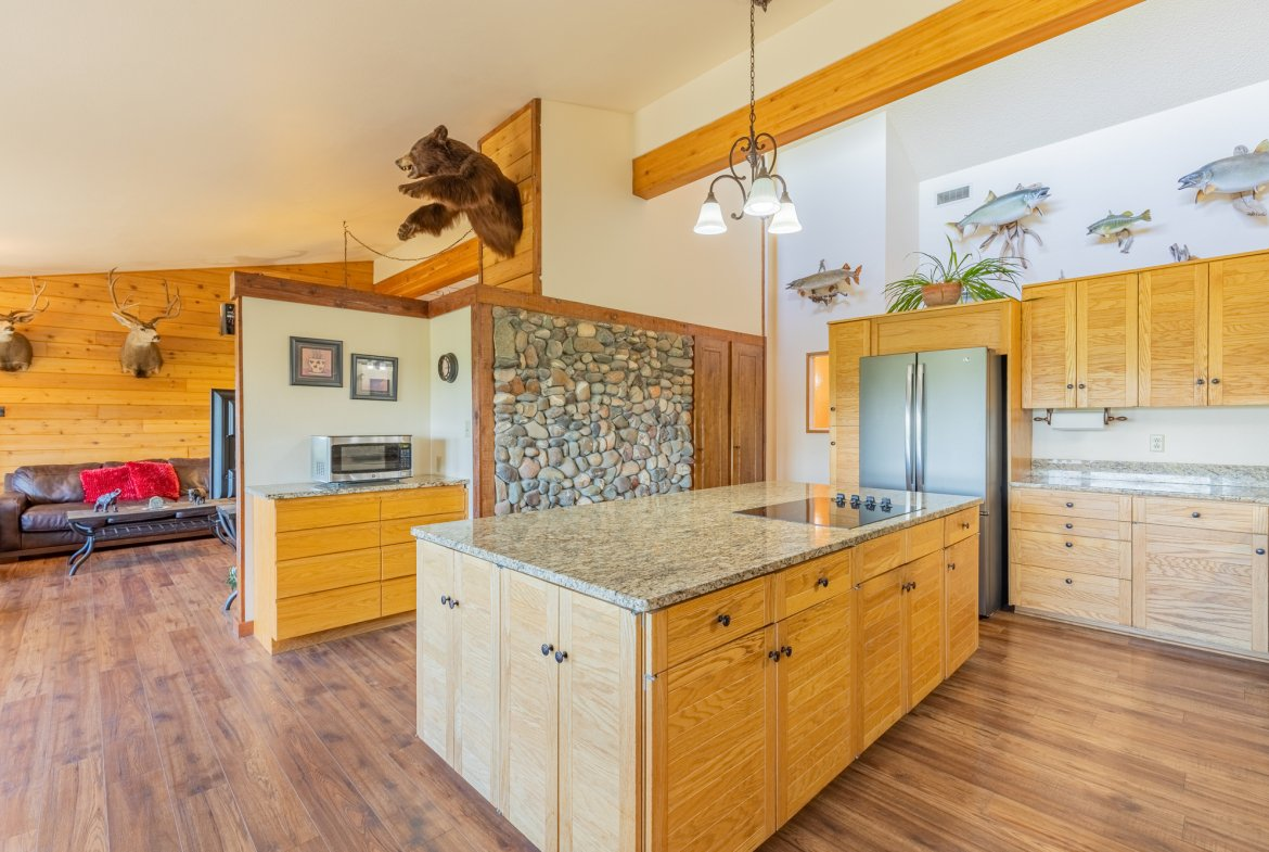 Kitchen Center Island - 17777 6650 Rd Montrose, CO 81403 - Atha Team Country Real Estate