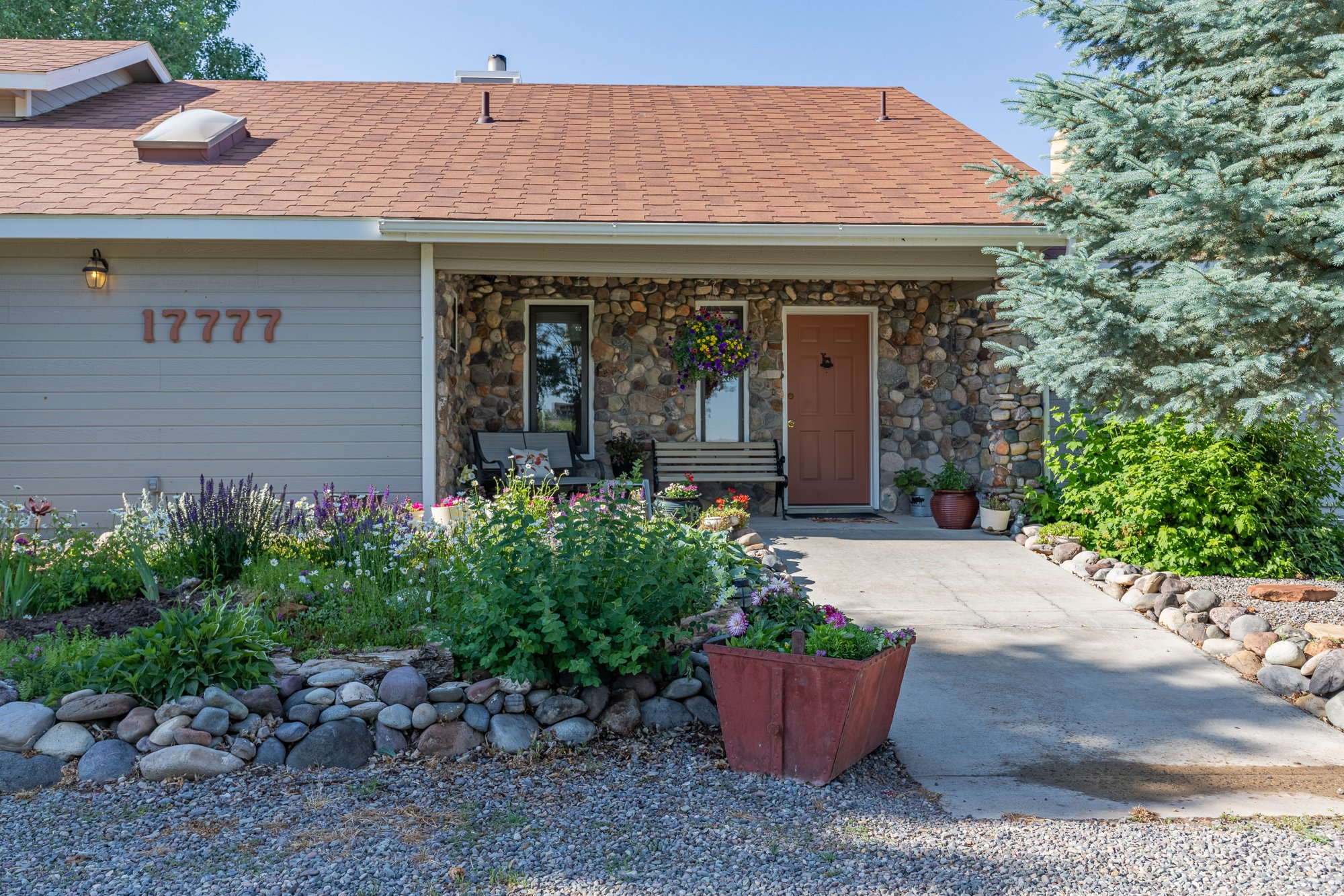 Covered Front Porch - 17777 6650 Rd Montrose, CO 81403 - Atha Team Country Real Estate