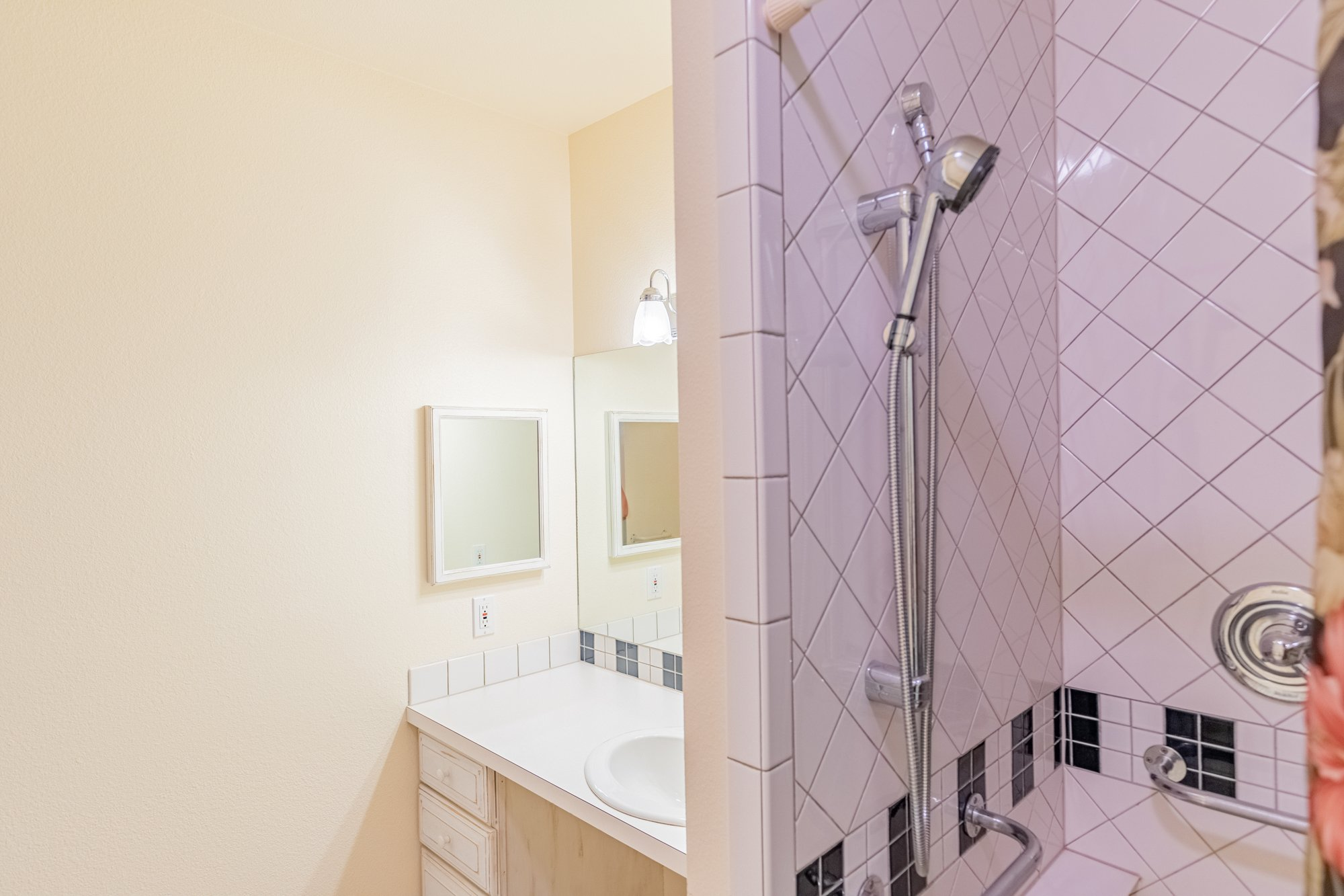 Guest Bathroom with Tiled Shower - 17777 6650 Rd Montrose, CO 81403 - Atha Team Country Real Estate