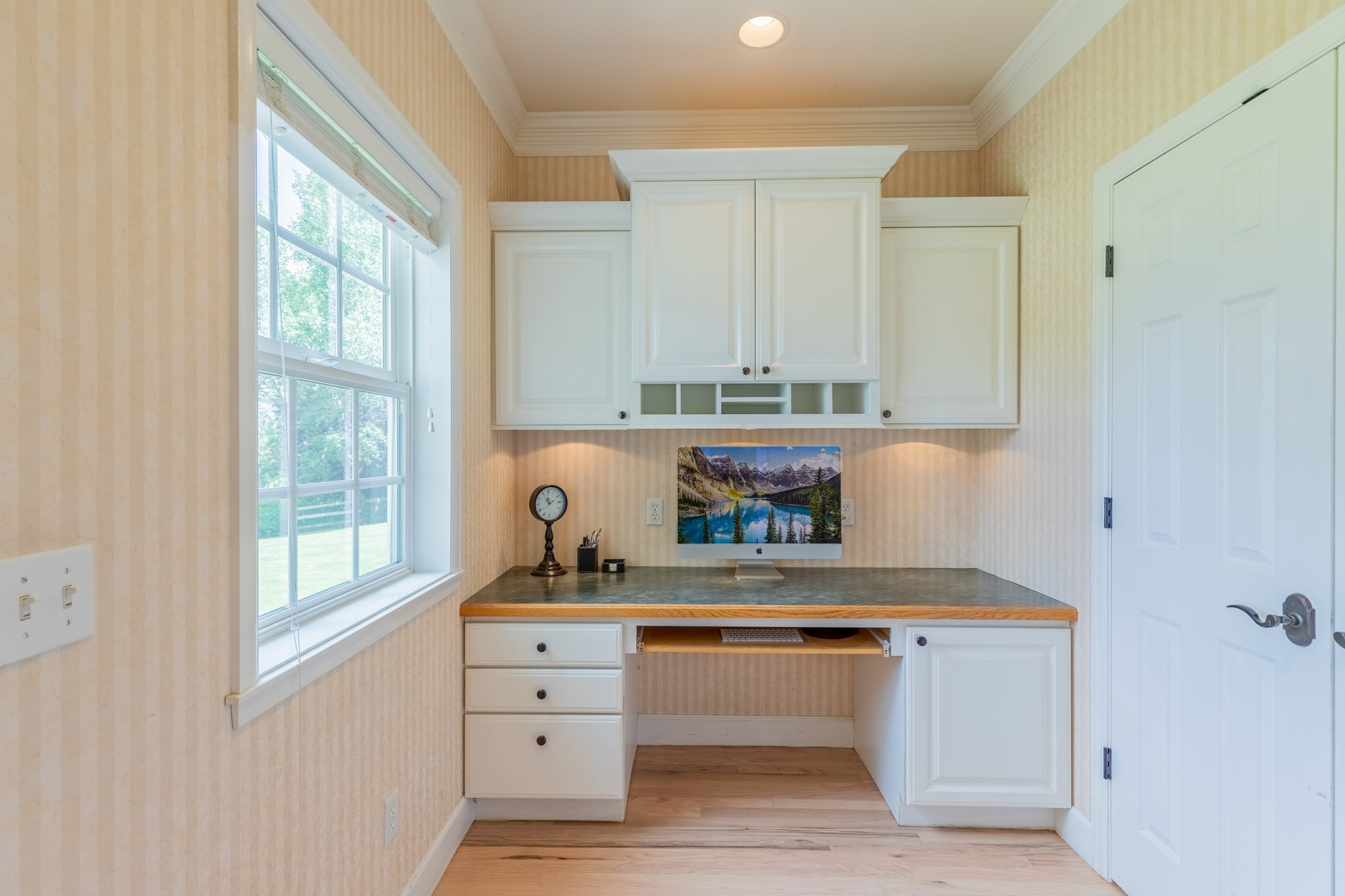 Built In Desk - 2049 Brook Way Montrose, Co 81403 - Atha Team Luxury Real Estate