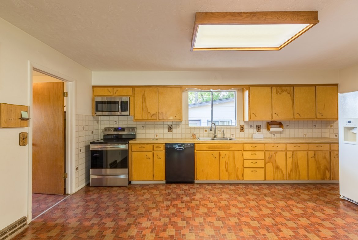 Kitchen with Appliances - 418 6400 Rd Montrose, CO 81403 - Atha Team Realty