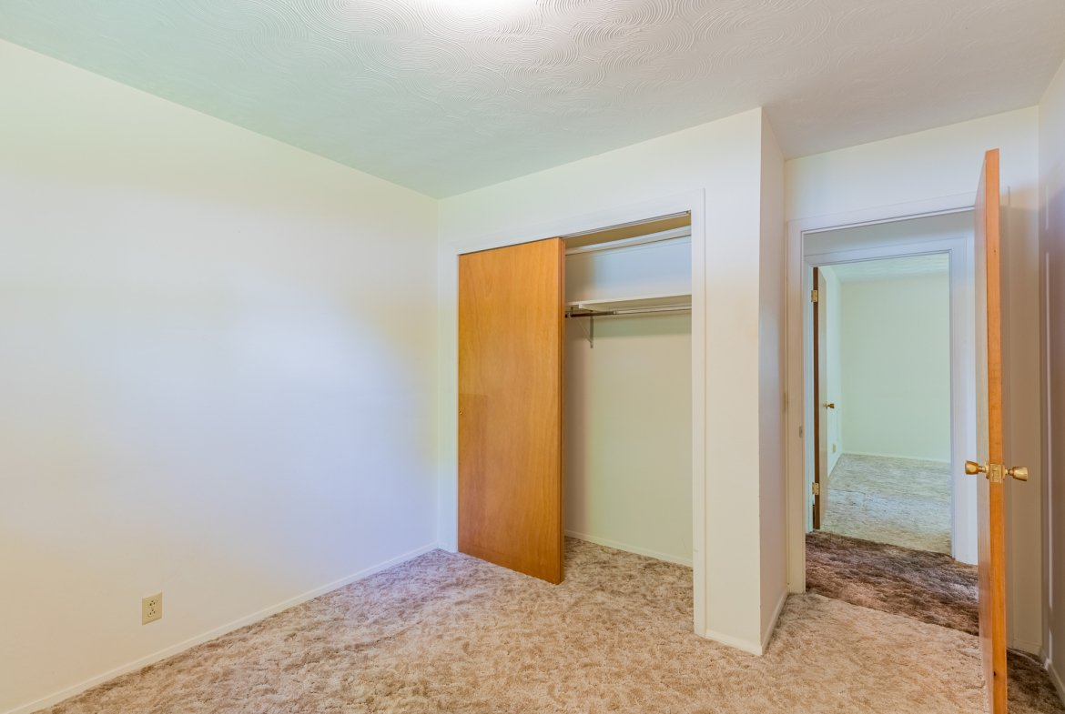 Small bedroom with closet - 418 6400 Rd Montrose, CO 81403 - Atha Team Realty