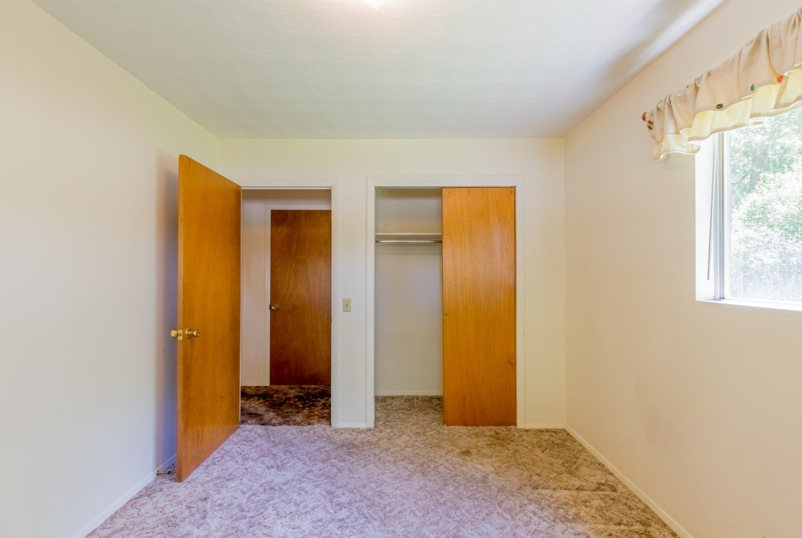 Large bedroom with Closet - 418 6400 Rd Montrose, CO 81403 - Atha Team Realty