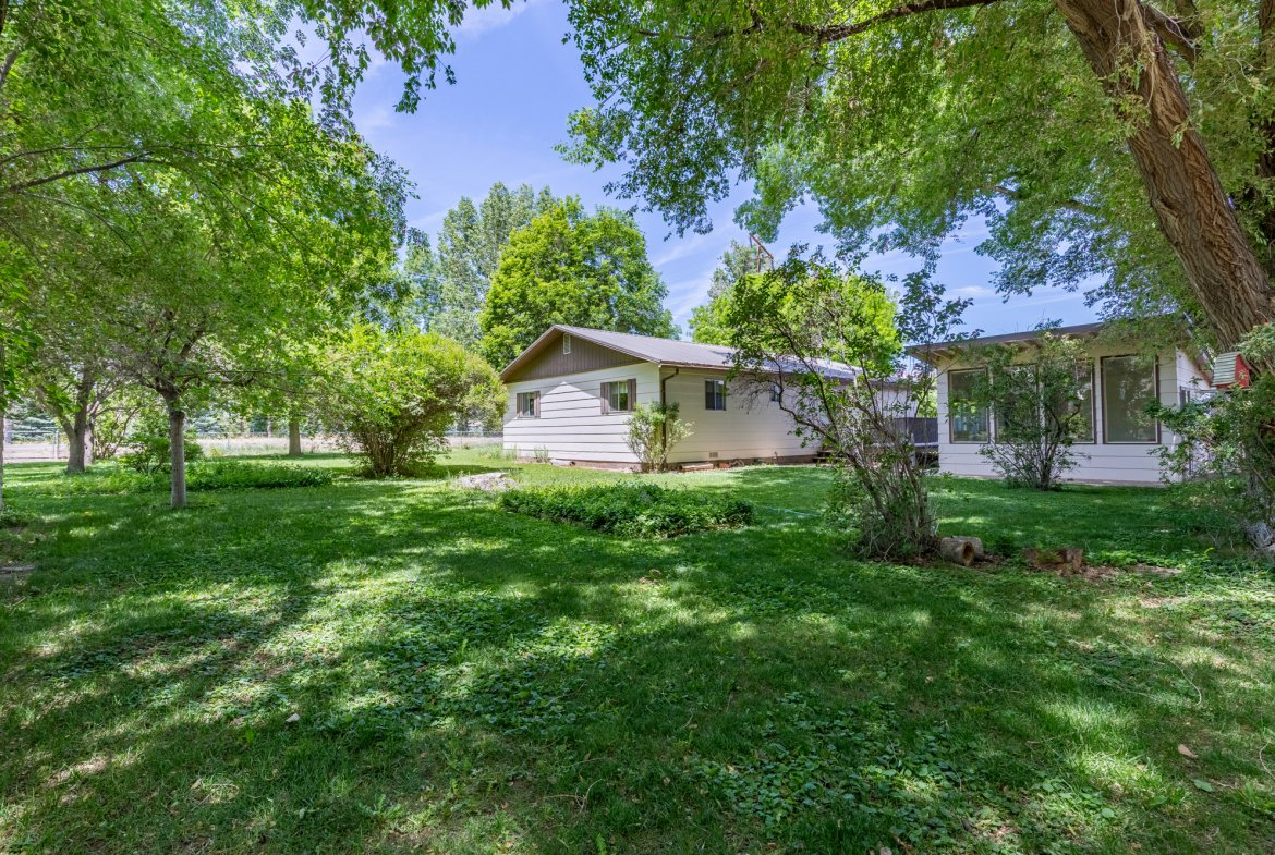 Large Back Yard - 418 6400 Rd Montrose, CO 81403 - Atha Team Realty