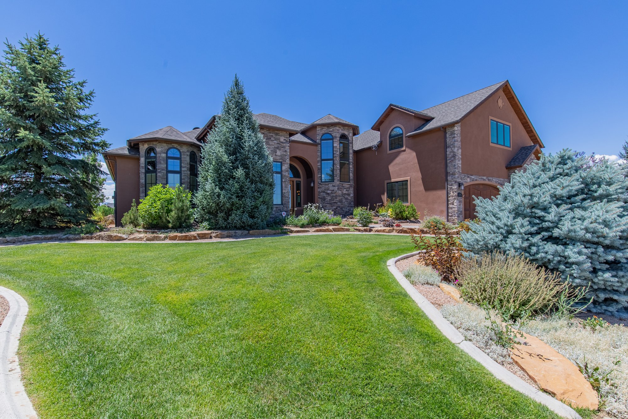 Front of Home with Landscaping - 924 Courthouse Peak Lane Montrose, CO 81403 - Atha Team Golf Luxury Real Estate