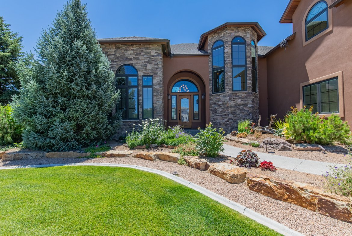 Front of Home Entry Way - 924 Courthouse Peak Lane Montrose, CO 81403 - Atha Team Golf Luxury Real Estate