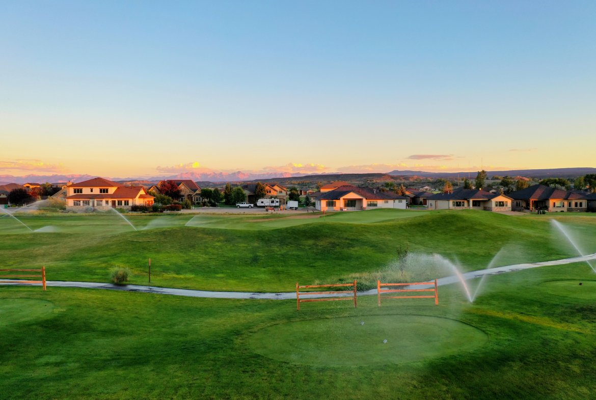 Aerial View Facing South - 924 Courthouse Peak Lane Montrose, CO 81403 - Atha Team Golf Luxury Real Estate