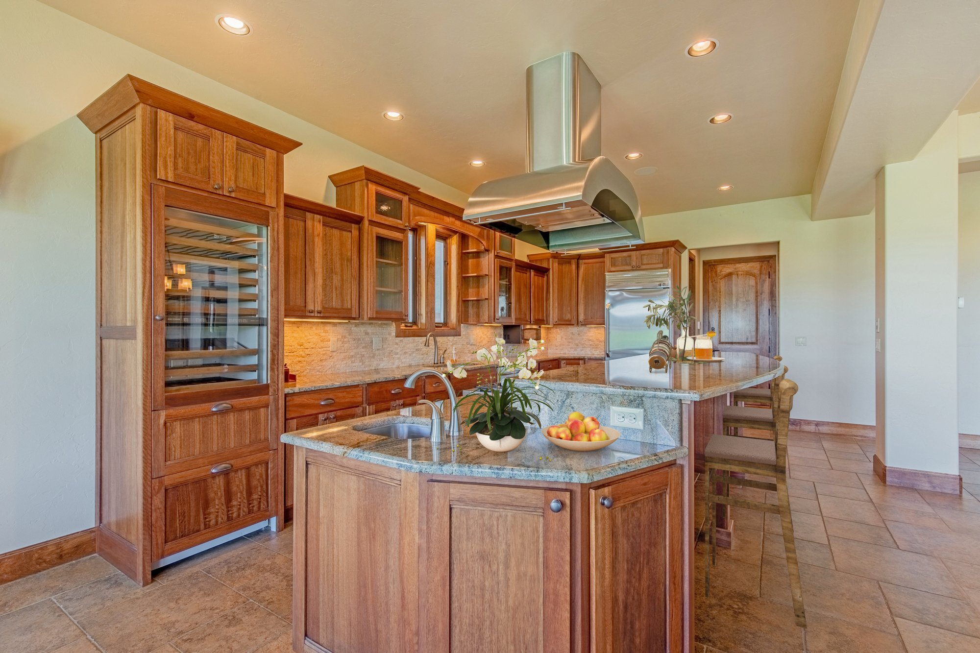 Kitchen with Granite Counters - 924 Courthouse Peak Lane Montrose, CO 81403 - Atha Team Golf Luxury Real Estate