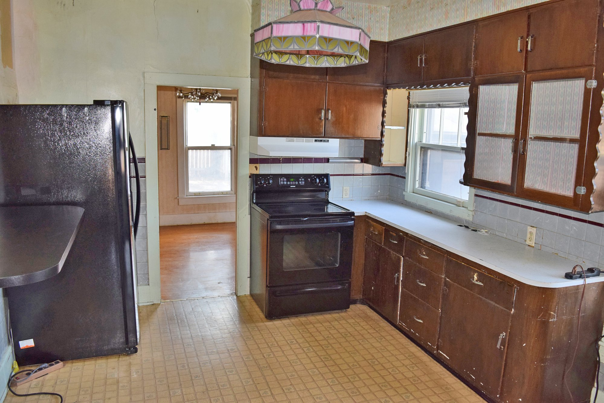 Kitchen with Appliances - 1301 N. 1st St. Montrose, CO 81401 - Atha Team Realty