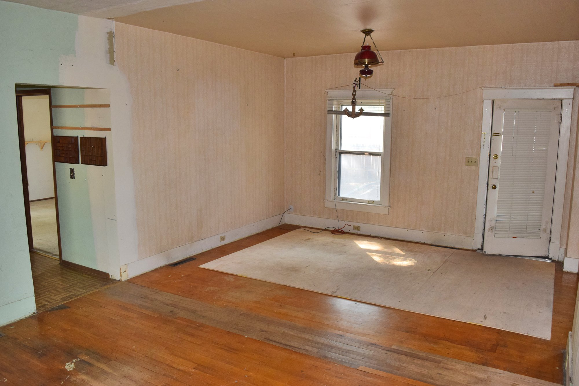 Living Area with Hardwood Floors - 1301 N. 1st St. Montrose, CO 81401 - Atha Team Realty