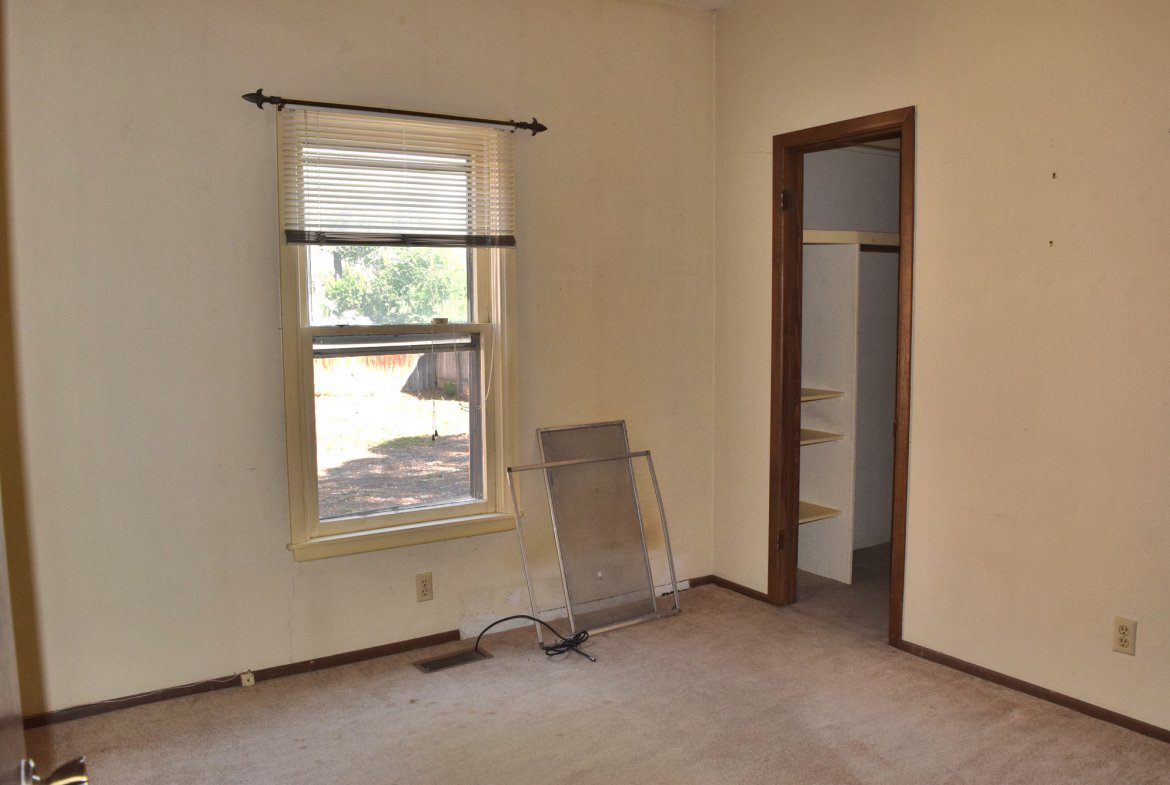 Bedroom with Walk In Closet - 1301 N. 1st St. Montrose, CO 81401 - Atha Team Realty