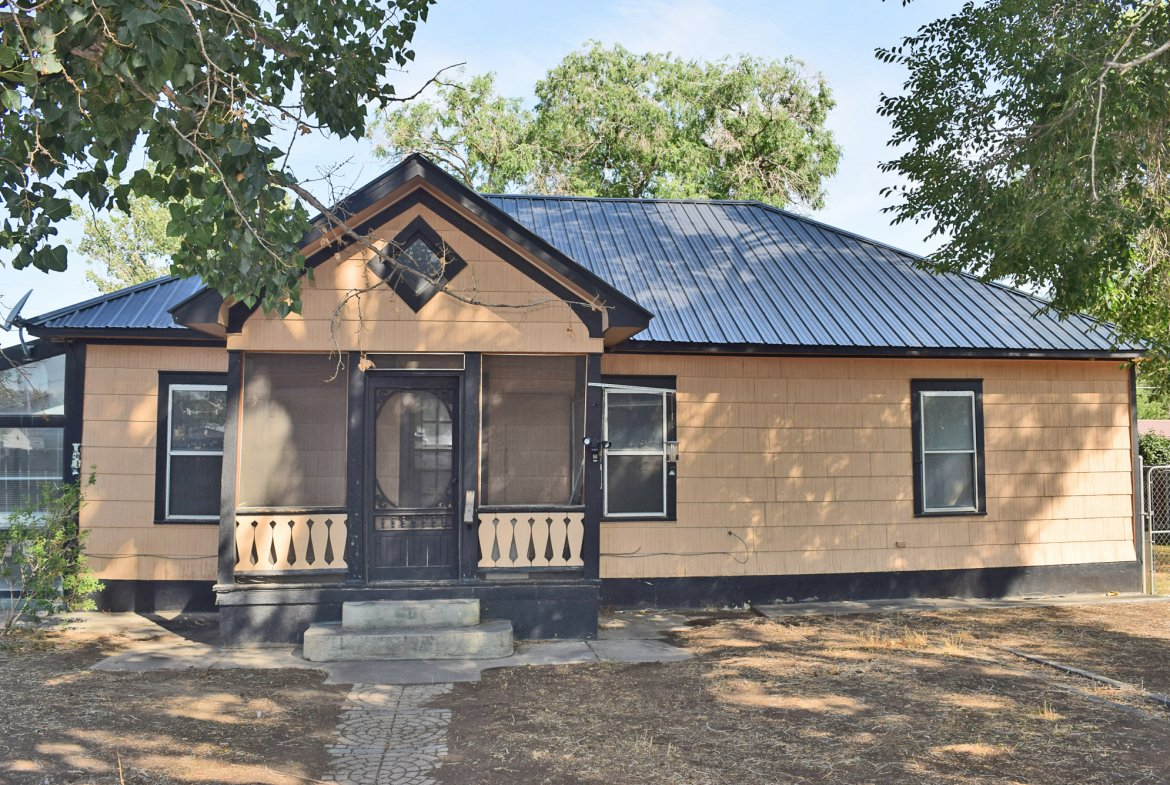 Covered Porch - 1301 N. 1st St. Montrose, CO 81401 - Atha Team Realty