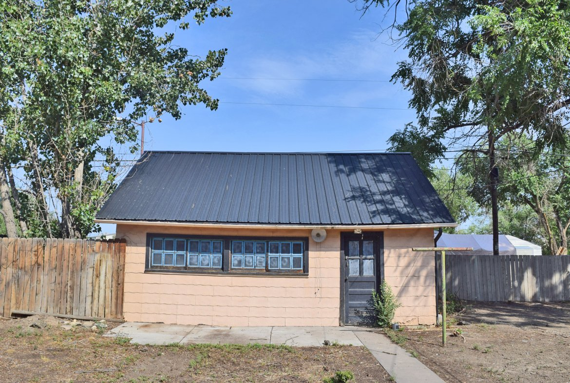 Side View with Sidewalk - 1301 N. 1st St. Montrose, CO 81401 - Atha Team Realty