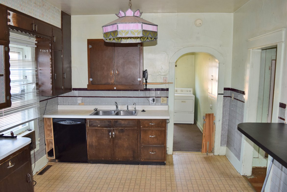 Kitchen - 1301 N. 1st St. Montrose, CO 81401 - Atha Team Realty