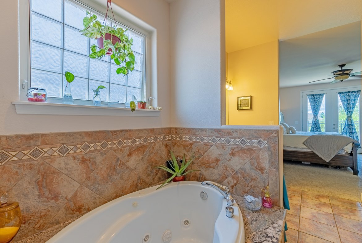 Main Bathroom with Jetted Tub - 2924 Lost Creek Rd S. Montrose, CO 81401 - Atha Team Real Estate Agents