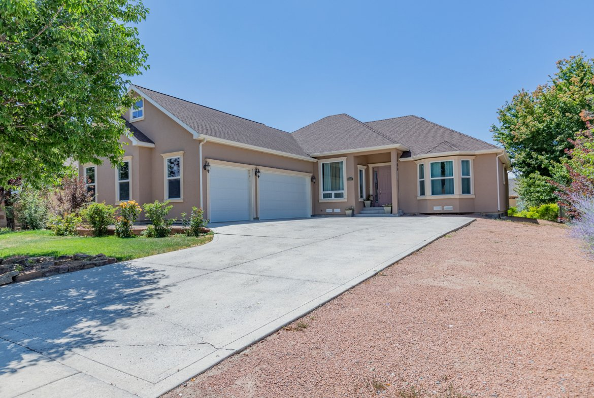 3 Car Garage - 2924 Lost Creek Rd S. Montrose, CO 81401 - Atha Team Real Estate Agents