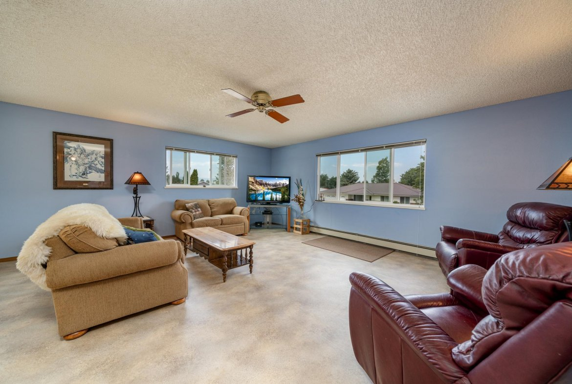 Living Room with Vinyl Flooring - 1311 Manchester Dr Montrose, CO 81401 - Atha Team Realty Agents