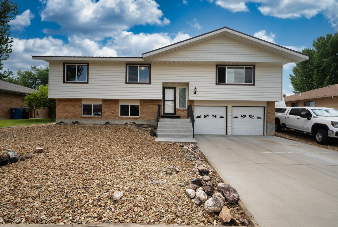 Front of Home with 2 Car Garage - 1311 Manchester Dr Montrose, CO 81401 - Atha Team Realty Agents