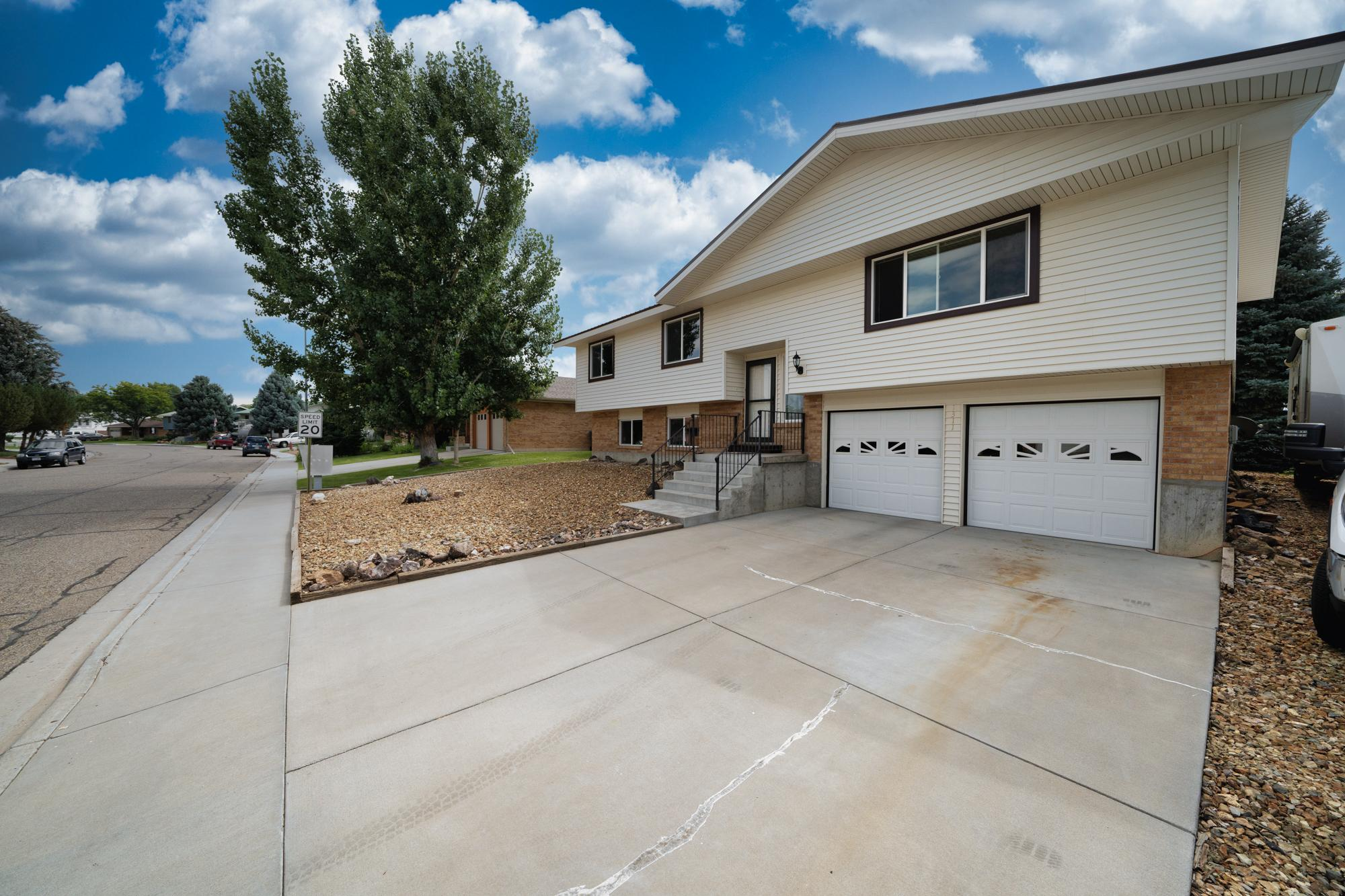 Bi-Level Home with RV Parking - 1311 Manchester Dr Montrose, CO 81401 - Atha Team Realty Agents