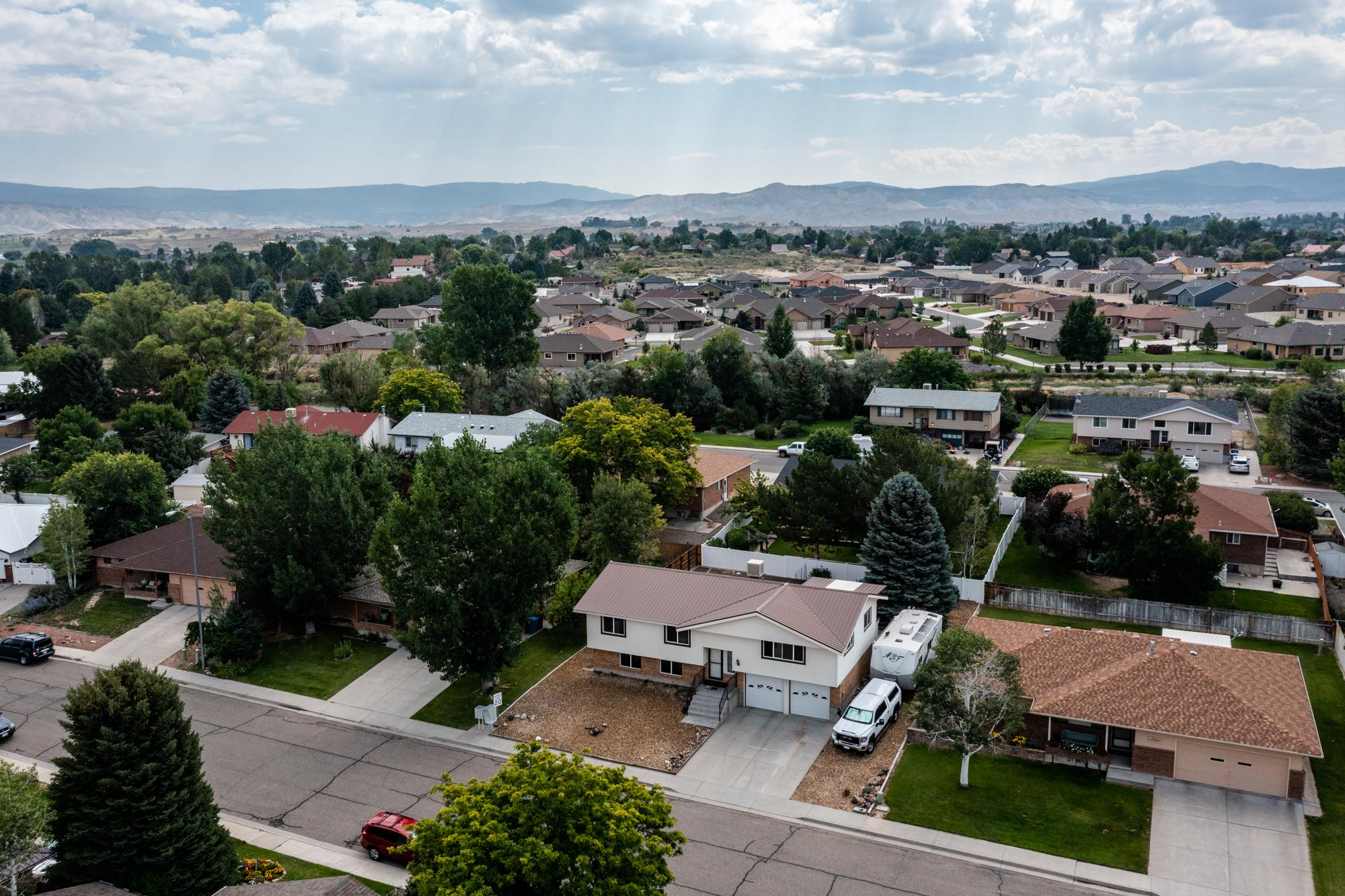 Aerial Neighborhood View - 1311 Manchester Dr Montrose, CO 81401 - Atha Team Realty Agents