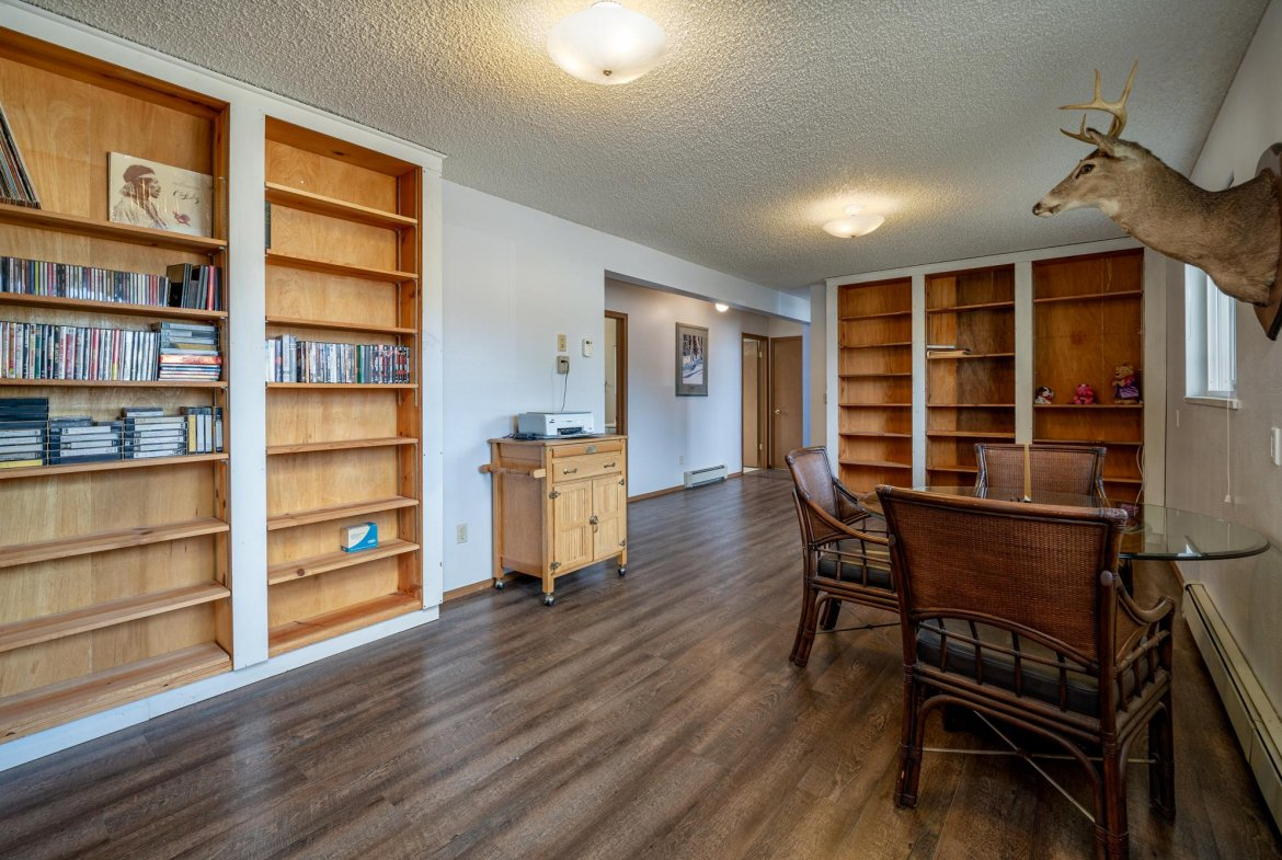 Office with Built-Ins - 1311 Manchester Dr Montrose, CO 81401 - Atha Team Realty Agents