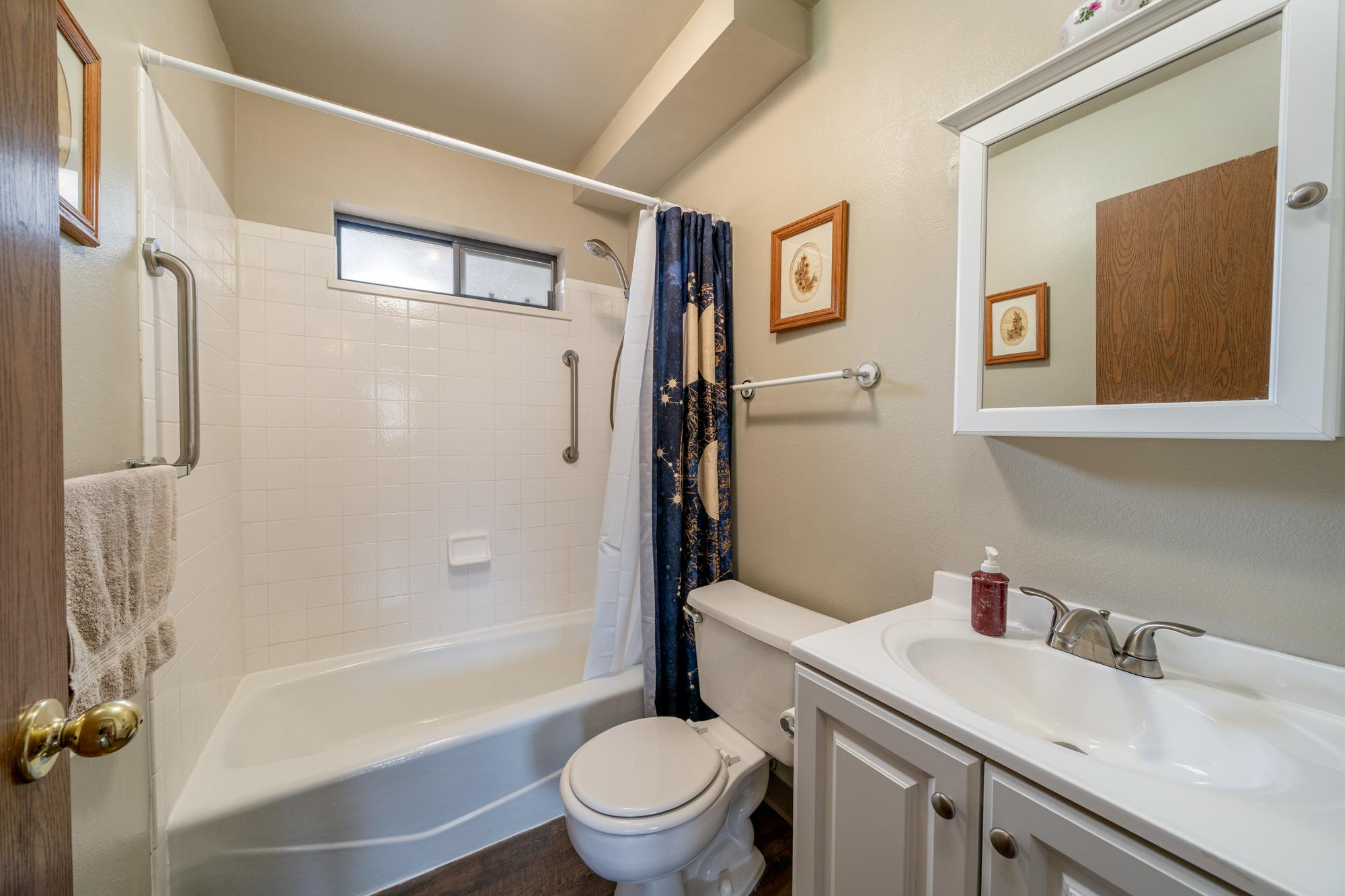 Guest Bathroom - 1311 Manchester Dr Montrose, CO 81401 - Atha Team Realty Agents
