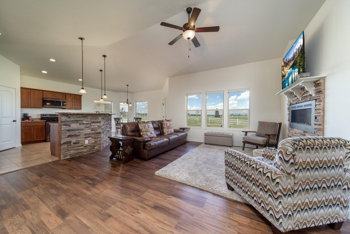 Living Room looking to Kitchen - 597 Cobble Dr Montrose, CO - Atha Team MLS Colorado