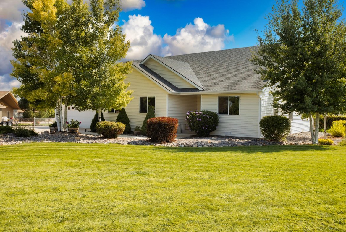 Front Yard - 15552 6120 Rd Montrose, CO 81403 - Atha Team Country Real Estate