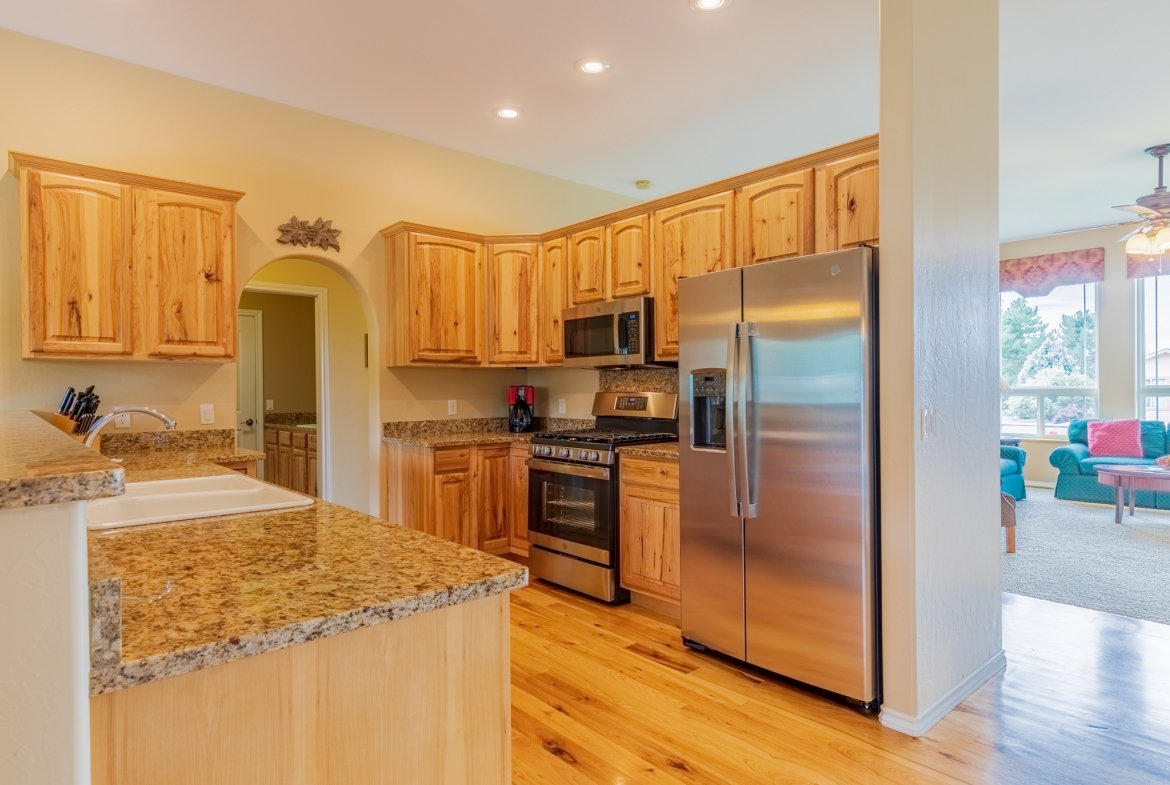 Kitchen with Appliances - 2941 Ivy Dr Montrose, CO 81401 - Atha Team Real Estate