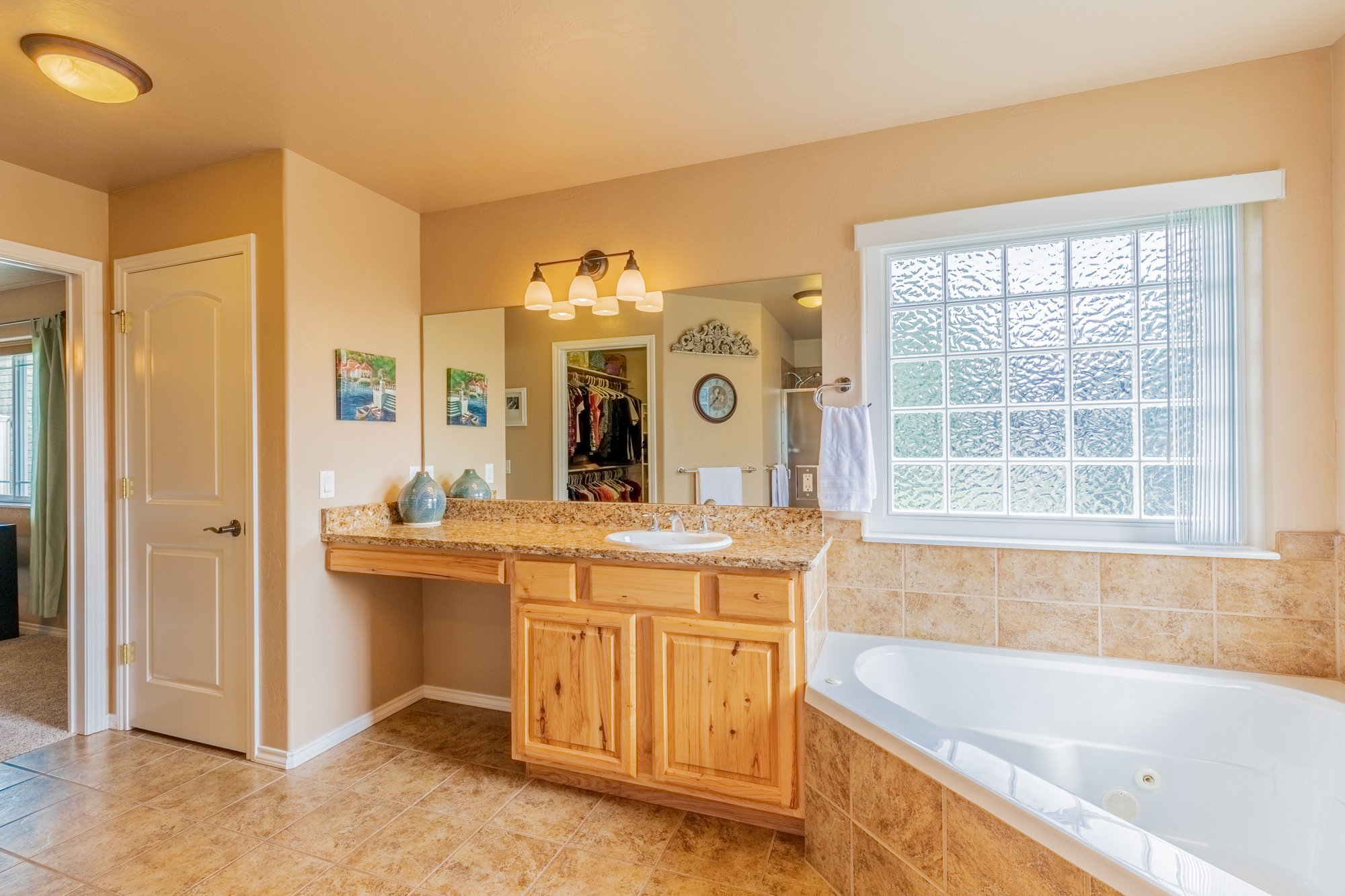Main Bathroom with Walk In Closet - 2941 Ivy Dr Montrose, CO 81401 - Atha Team Real Estate