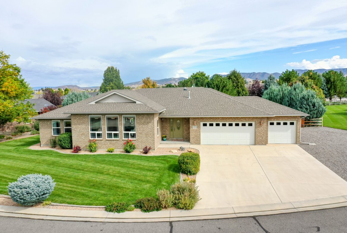 Front of Home for Sale - 2941 Ivy Dr Montrose, CO 81401 - Atha Team Real Estate