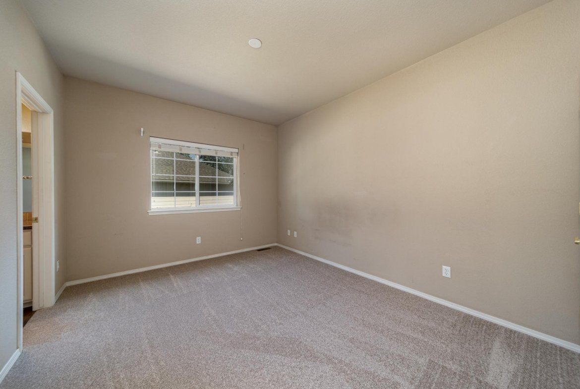 Bedroom with Vaulted Ceiling - 3731 Buffalo Ln Montrose, CO 81403 - Atha Team Golf Property