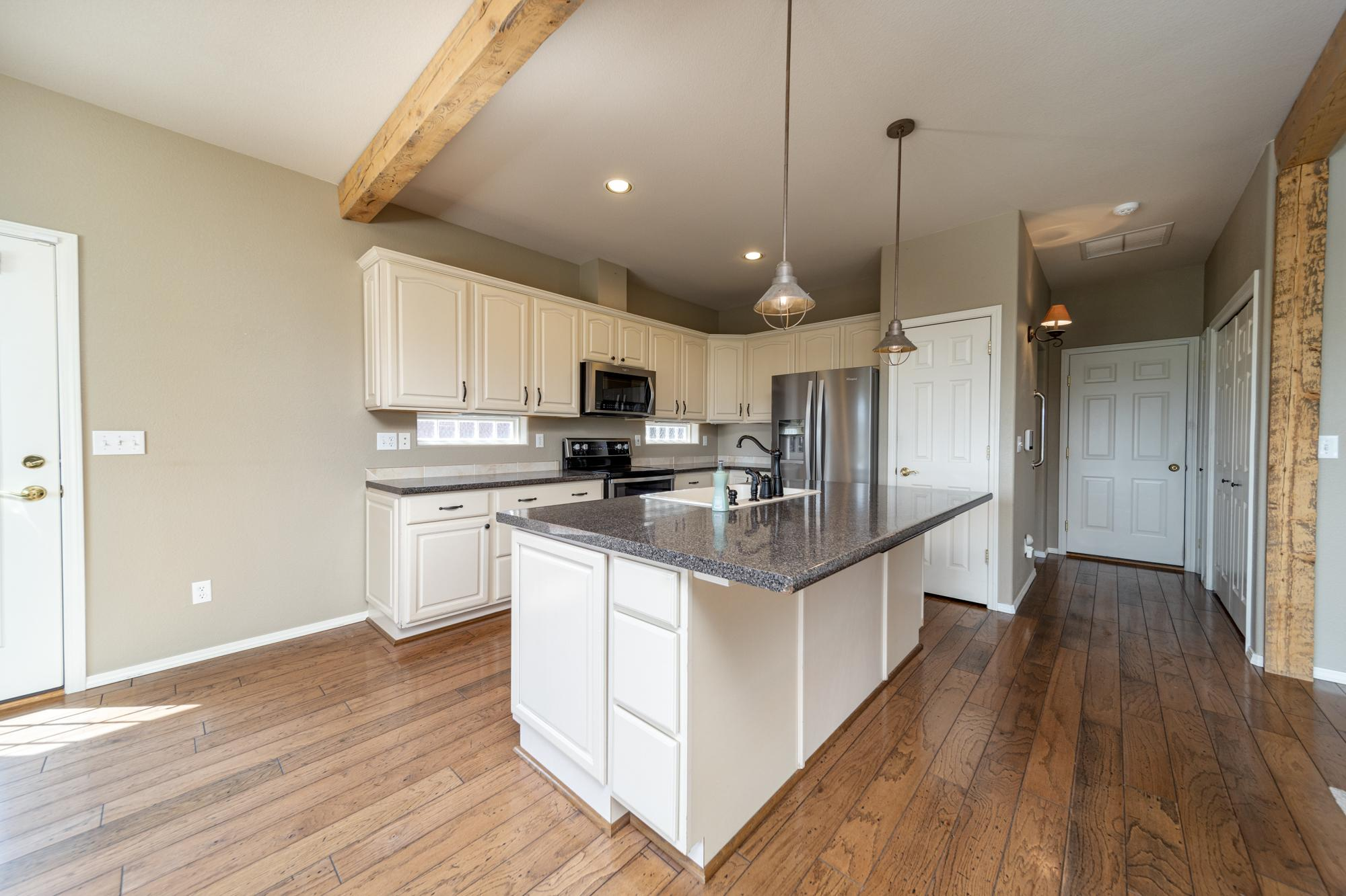 Kitchen with Vaulted Ceiling - 3731 Buffalo Ln Montrose, CO 81403 - Atha Team Golf Property