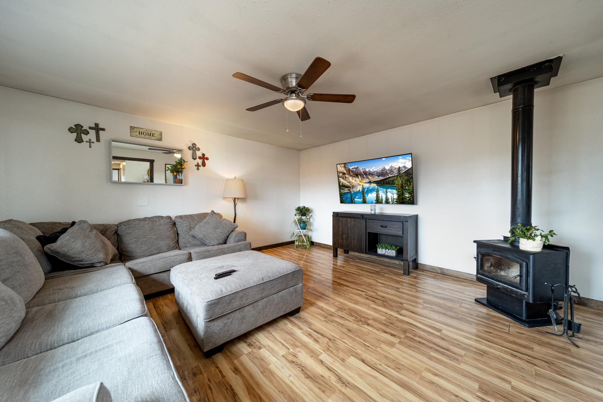 Family Room with Ceiling Fan - 1117 Centennial Dr Montrose, CO 81401 - Atha Team Real Estate