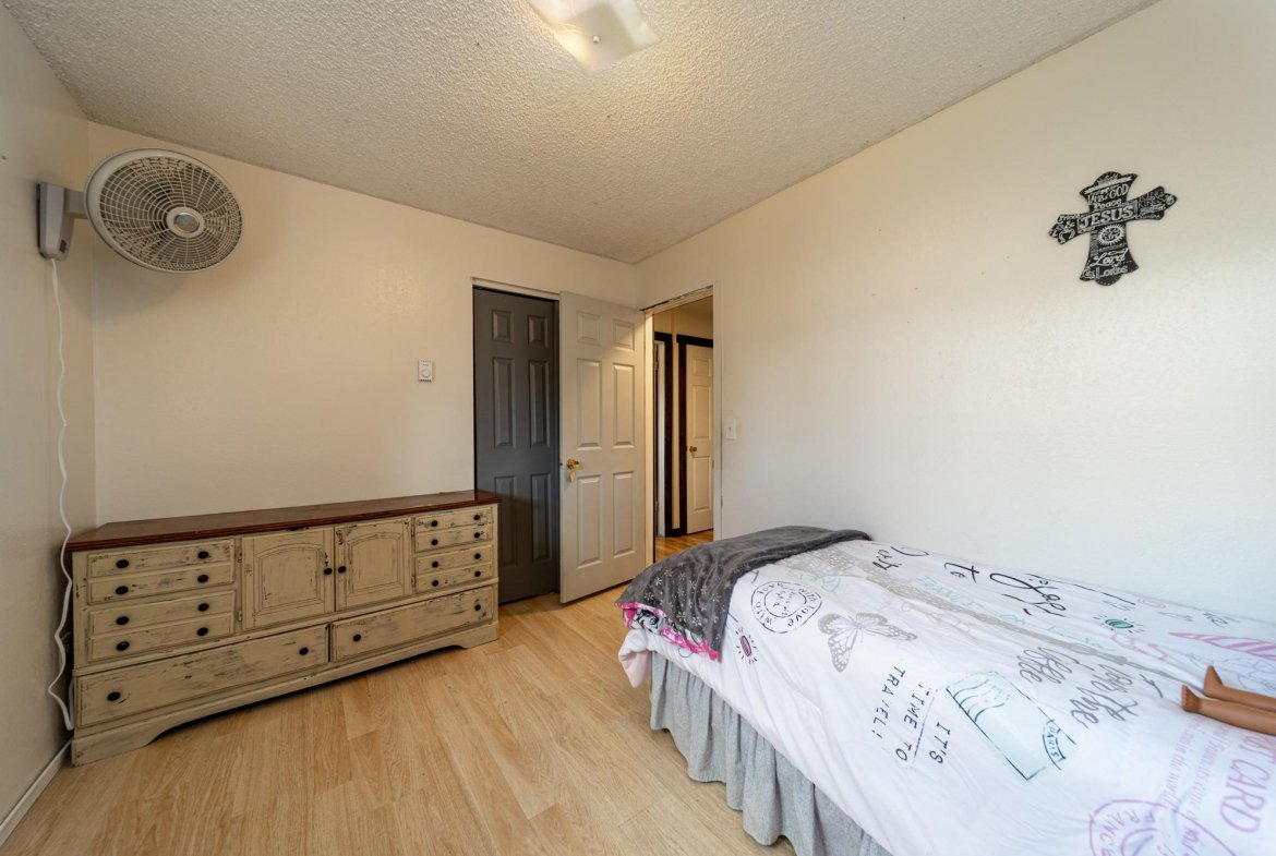 Guest Bedroom with Laminate Flooring - 1117 Centennial Dr Montrose, CO 81401 - Atha Team Real Estate