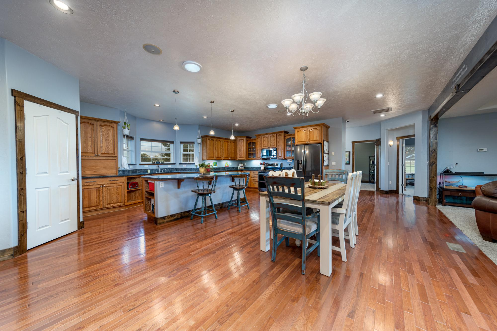 Island Seating - 12703 6100 Rd Montrose, CO 81403 - Atha Team Country Real Estate