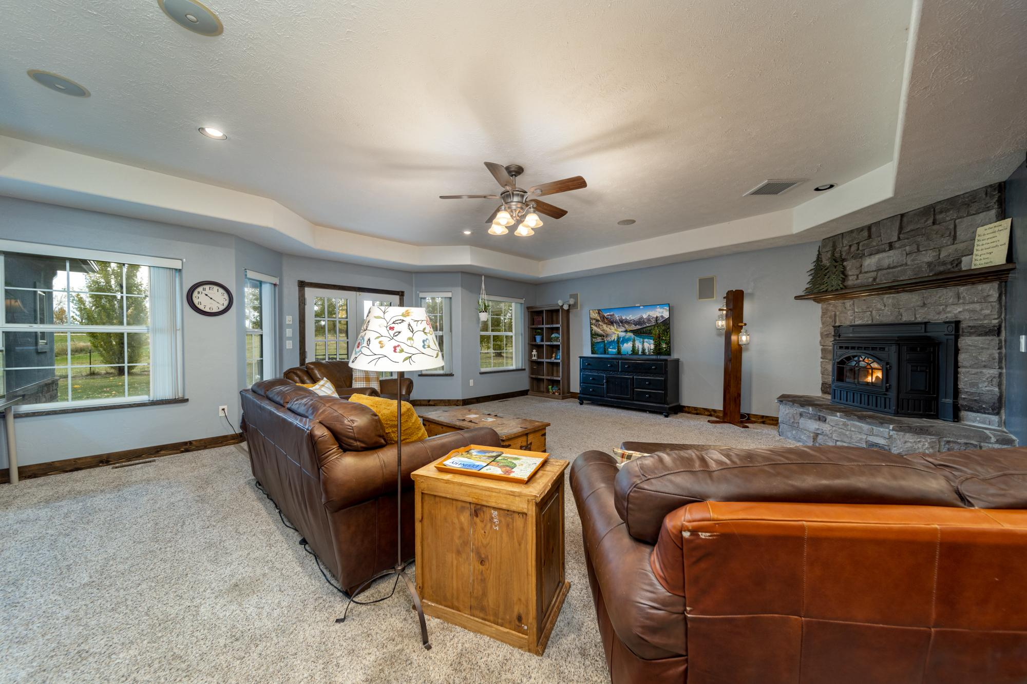 Large Open Living Room - 12703 6100 Rd Montrose, CO 81403 - Atha Team Country Real Estate